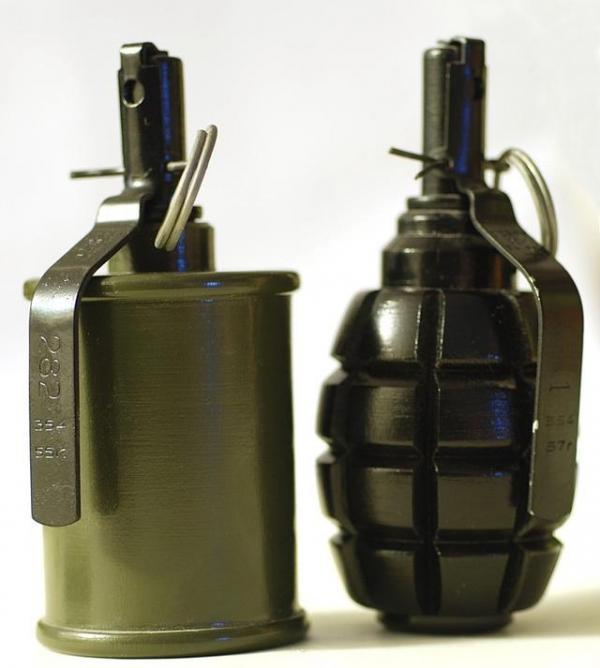 手榴彈:三顆炸碉堡 五顆就可以炸坦克?這是什麼鬼! - 每日頭條