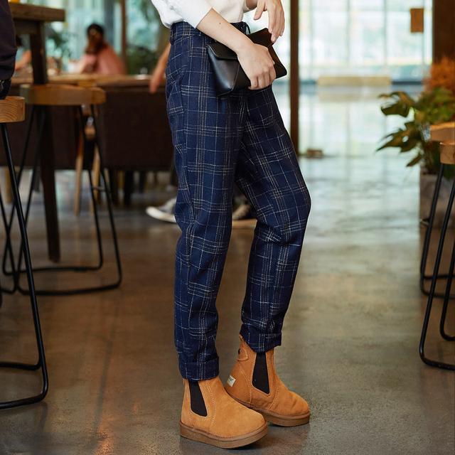 挽褲腳已經不再流行了,今季流行穿這樣的顯瘦長褲 - 每日頭條