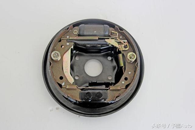 明明鼓剎的力度更大。為什麼現在的家用車大多數是四輪碟剎 - 每日頭條