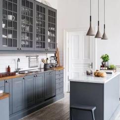 Grey Kitchen Island Ranges Gas 一篇文章 让你找到喜欢的那种灰色厨房 每日头条 时尚简约的灰色厨房 配有大厨房岛 其余所有的都是白色的 给人清新感