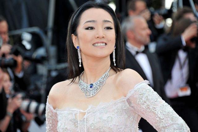 《花木蘭》全部演員只有一個中國人!這能演好中國故事嗎? - 每日頭條