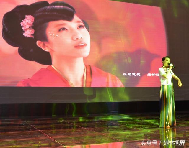 「香水皇后」胡楊林現身武漢出席商業活動 一曲「香水有毒」引爆全場 - 每日頭條