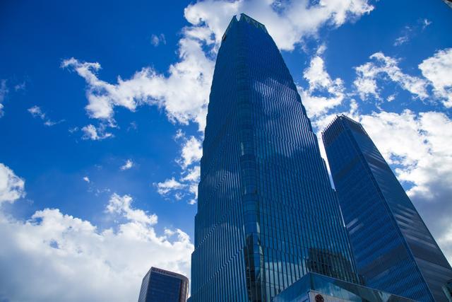 這座高樓已建成。令國貿和央視大褲衩黯然失色。可插入雲端的建築 - 每日頭條