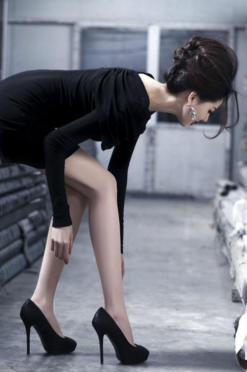 絲襪如何搭配高跟鞋。既好看。又不失性感嫵媚呢? - 每日頭條