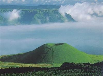 直擊日本阿蘇山火山噴發:現場火山灰雲高達1.1萬米。令人震撼 - 每日頭條