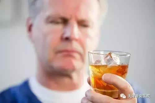 六旬老伯長期酗酒為哪般?家庭矛盾源頭竟因它!該戒酒了。老鐵! - 每日頭條
