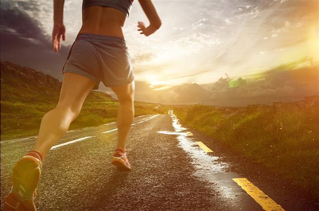 跑步如何燃脂?怎樣的跑步速度才能減肥? - 每日頭條