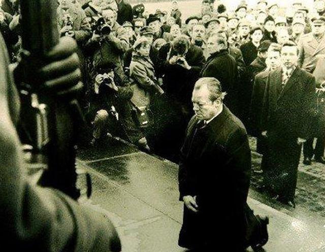 華沙之跪:跪著的日爾曼人比站著的日本人高貴!日本顫抖嗎? - 每日頭條
