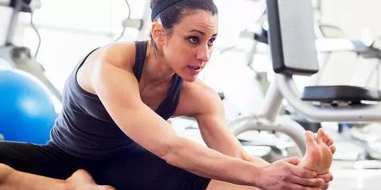 跑步2公里腳底就痛,小心足底筋膜炎!(附完整康復教程) - 每日頭條