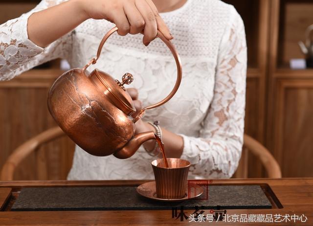 金工典範。茶器珍品。純手工鏨刻《雙松平遠》文人壺 - 每日頭條
