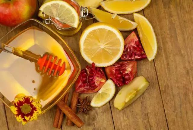 喝蜂蜜有講究。避開喝蜂蜜的10個誤區! - 每日頭條