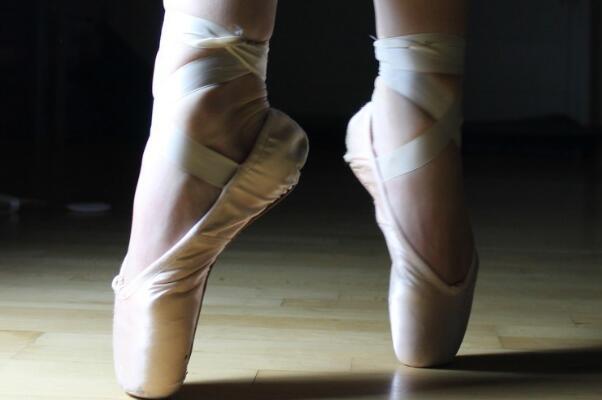 腳後跟刺痛是什麼病 像針扎一樣刺痛有三個原因 - 每日頭條