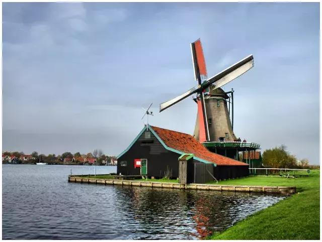 荷蘭:風車,鬱金香,落日下的「海港」 - 每日頭條
