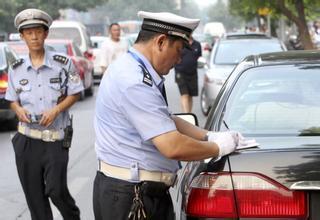 1輛車違停在同個地方。交警1天可以開多次違章停車罰單嗎? - 每日頭條