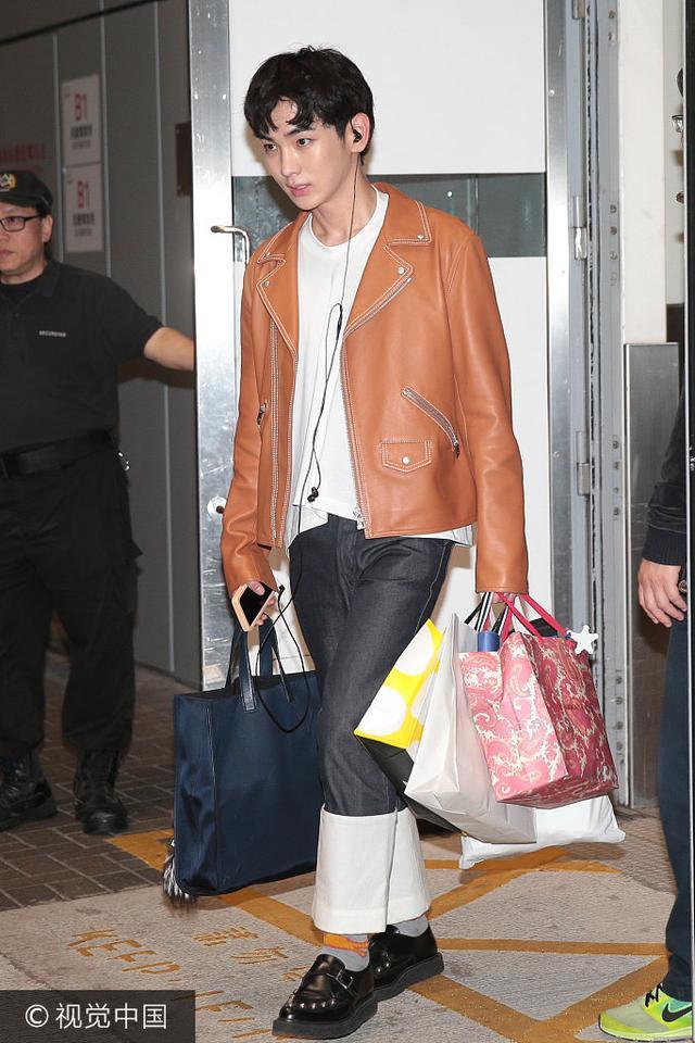 韓團Shinee五子潮裝現身機場 520香港開唱獲眾迷妹接駕 - 每日頭條