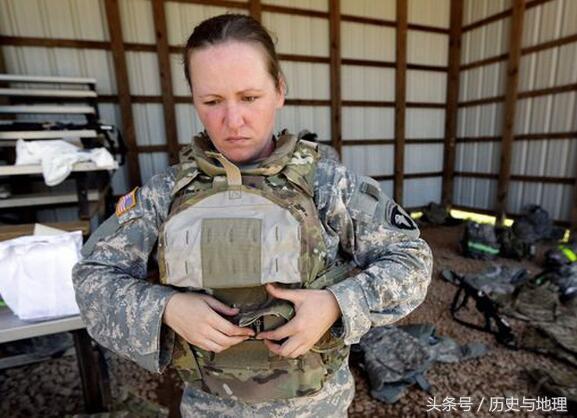 實拍美國軍隊女兵的悲慘生活狀態,有人絕望到自殺 - 每日頭條