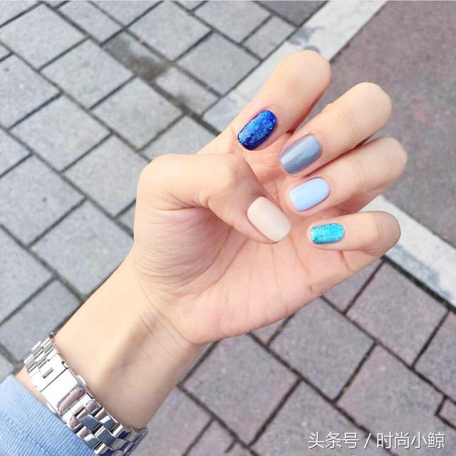 小清新女生30款「灰藍色系美甲」配色懶人包 低調顯手白 - 每日頭條