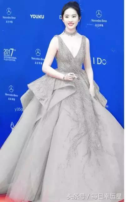 十二星座專屬紅毯晚禮服,巨蟹座仙女裙,金牛座神仙姐姐! - 每日頭條