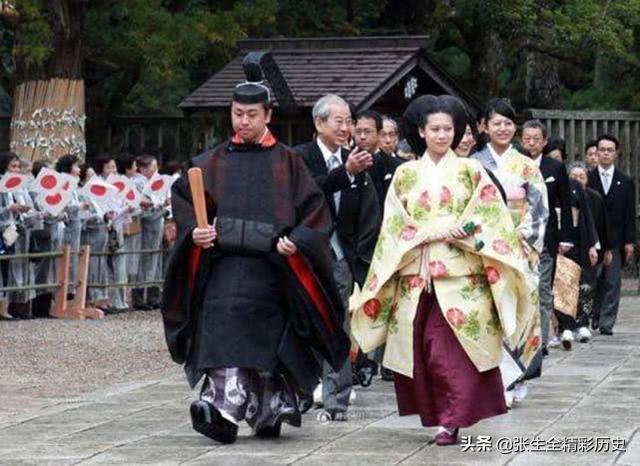 日本天皇平常的生活是怎樣的。也像中國皇帝一樣。權力無邊嗎 - 每日頭條