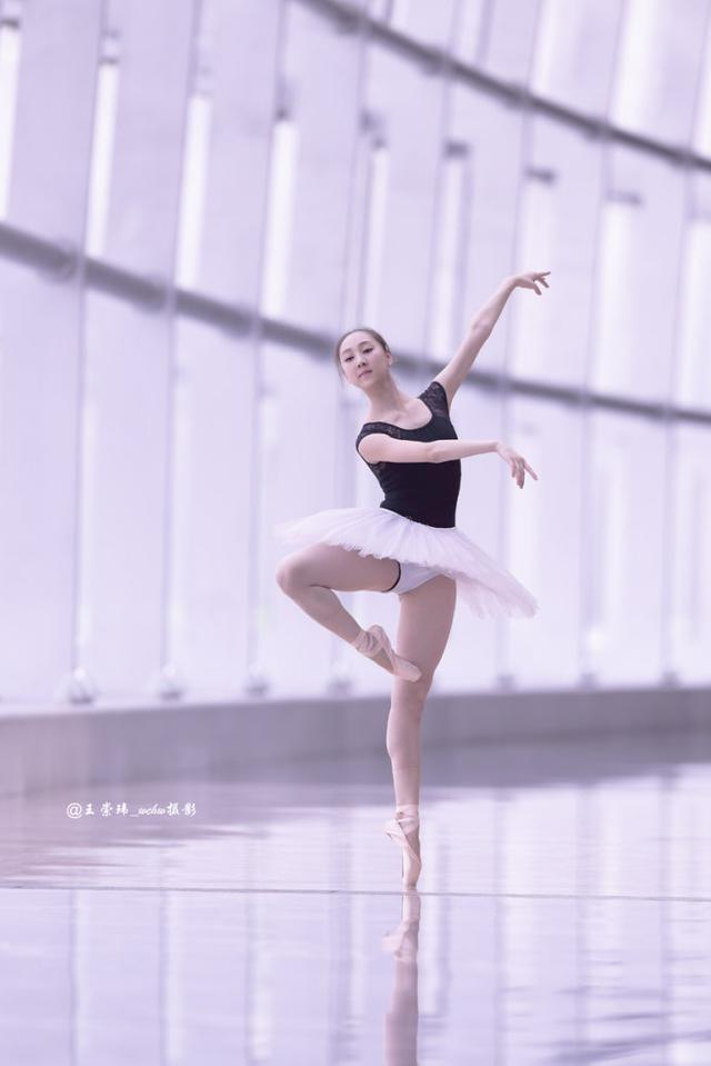 北舞18歲芭蕾女孩的腳,訓練很辛苦 - 每日頭條