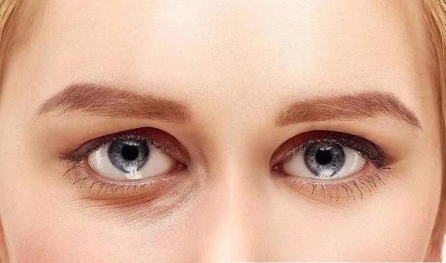 有眼袋顯老10歲?這4招教你消除細紋眼袋黑眼圈,只需2分鐘 - 每日頭條