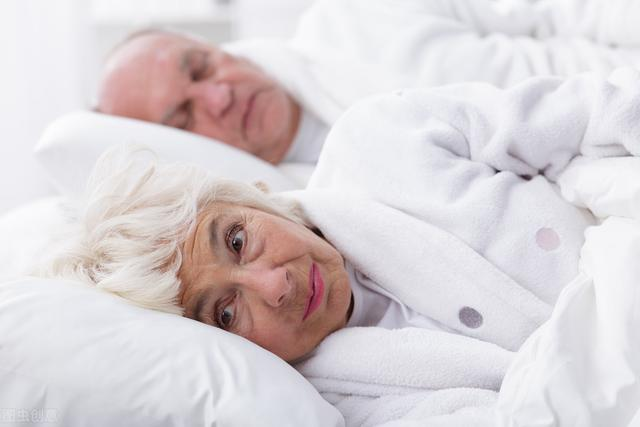 老年人失眠最可怕!很可能是這幾種病癥引發的!兒女們要留意 - 每日頭條