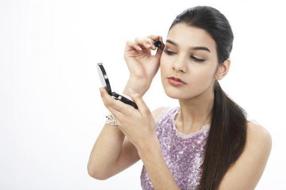 約會不知道什麼妝容能夠讓TA驚艷?現在都流行霧眉。簡直太自然 - 每日頭條