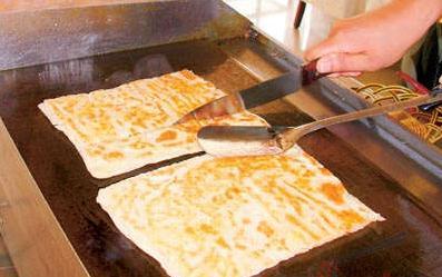 新版印度飛餅,製作動作就夠吸引人加上味道也棒 所以就暢銷 - 每日頭條
