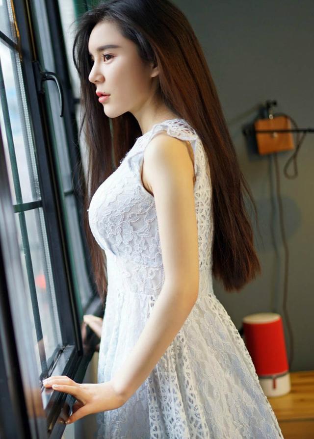 透孔白裙女子容貌靚麗,且為小2房住家,「陽光微笑」規劃3米以上深度的私有陽臺,微笑的美女 - 每日頭條