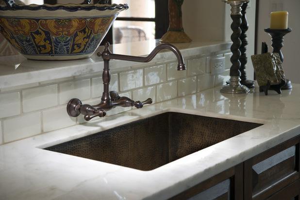 farmhouse kitchen faucet danze faucets 如何选购厨房水龙头 每日头条 此外 您可能会发现水龙头和墙壁之间会容易有水 污垢和垃圾积聚