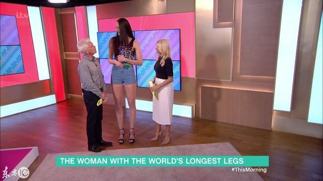 哎呀媽呀!世界上最長的雙腿。都快有我高了 - 每日頭條