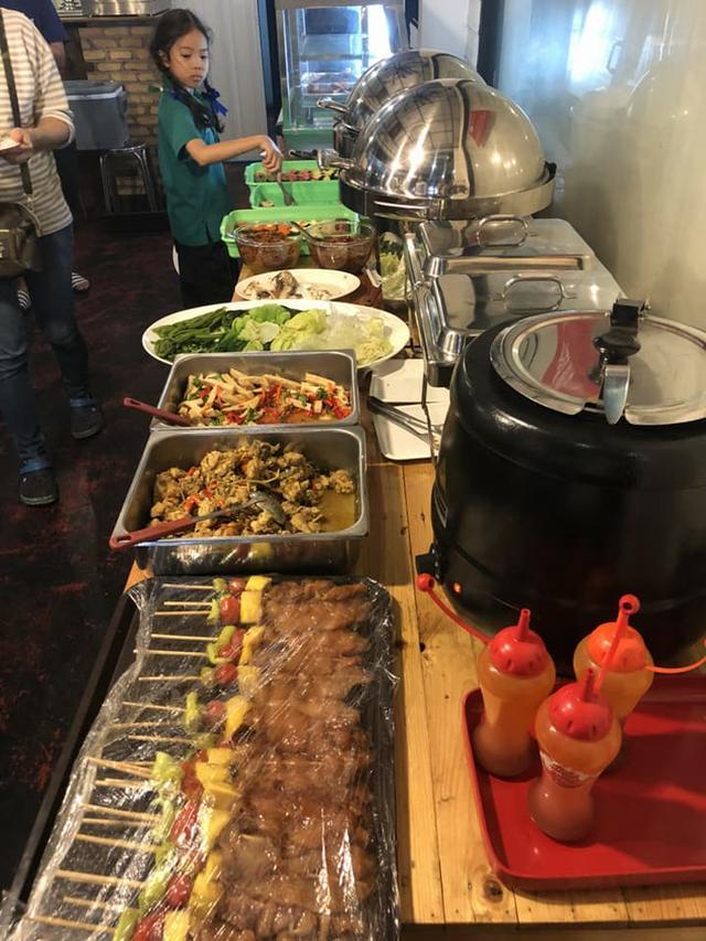 曼谷流水蝦店,海鮮現抓現烤499自助店補充介紹,泰國新吃法 - 每日頭條