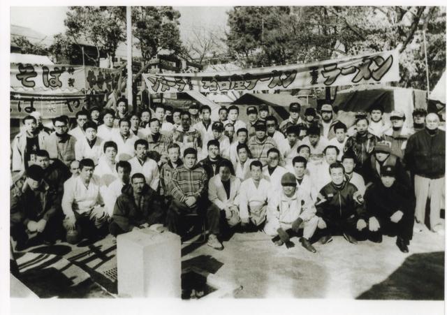 老照片:日本阪神大地震時,山口組賑災現場,這是黑社會? - 每日頭條