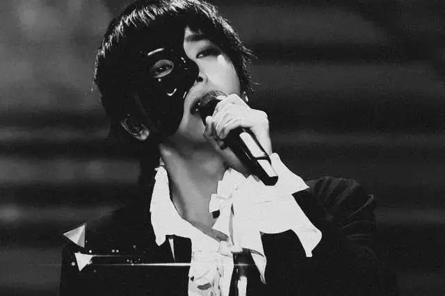 華晨宇《我是歌手》排名第一。歌聲很天籟。但是家卻很接地氣! - 每日頭條