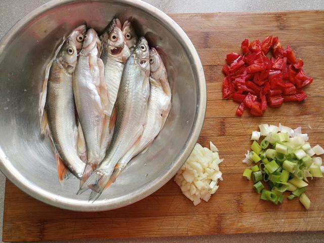 魚這麼做太饞人!如何除魚腥味?如何煎魚防粘鍋?秘訣如此簡單! - 每日頭條