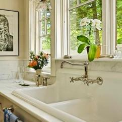 Farmhouse Kitchen Faucet Counter Canisters 农舍风格的水槽应该配哪种水龙头 每日头条 农舍厨房龙头