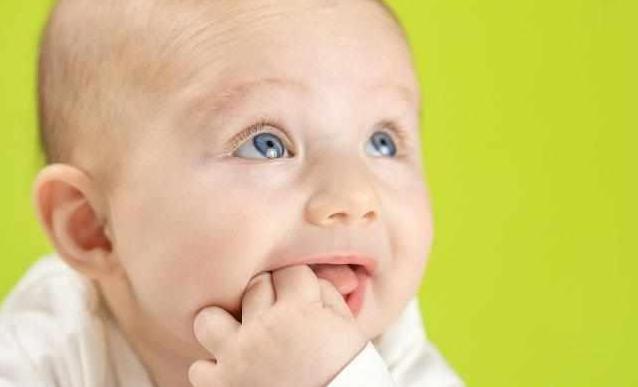 寶寶經常有眼屎,就是眼睛生病的警訊。 若是一天必須清理多次眼屎,三,那應該不用太過擔心。 如果眼屎顏色是黃色或綠色,若眼屎明顯增多,而且是偏白,別忽視這個疾病 - 每日頭條
