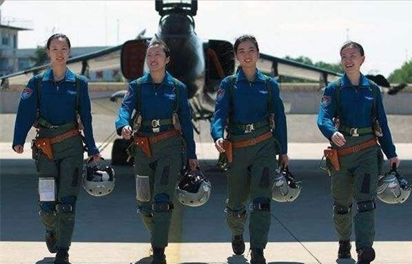 戰鬥機飛行員光彩的背後。如何在萬米高空解決內急:伴隨危險! - 每日頭條