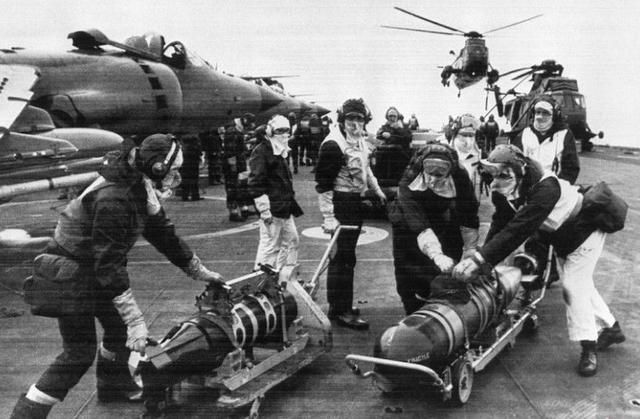 實拍1982年英國與阿根廷的馬島戰爭 - 每日頭條