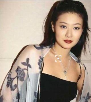 香港艷星抑鬱癥後跳樓。遺子被娛樂圈大姐大收養。現長得又高又帥 - 每日頭條