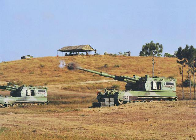 大口徑榴彈炮平射重型坦克會怎麼樣?巨大威力把坦克炸成零件狀態 - 每日頭條