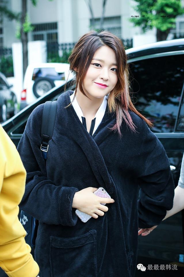 雪炫Zico的戀情被中韓網友群嘲?大家更關心她的褲子去哪兒了 - 每日頭條