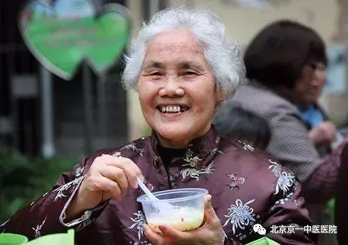 別讓「老掉牙」成為一種習慣。80歲的老人也可擁有一口好牙! - 每日頭條