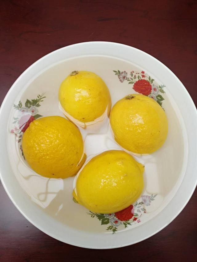 自製蜂蜜檸檬水。就這麼簡單。還養生! - 每日頭條