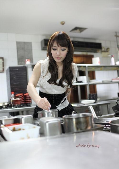kitchen maid stainless steel cart 萌妹子厨房女仆装高清写真 每日头条