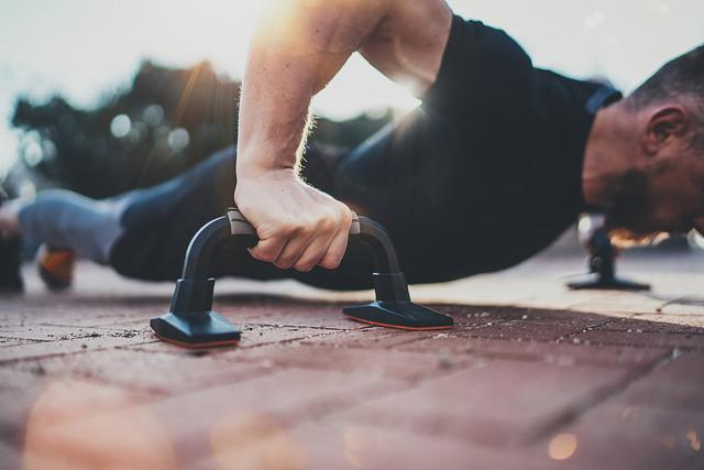 鍛鍊手腕力量不需到健身房。生活用品可以幫你。這些方式見過嗎 - 每日頭條