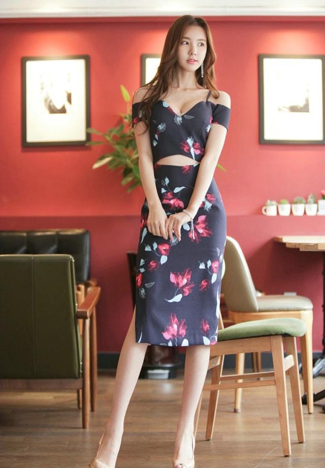 人物攝影:身穿碎花露臍裙的韓國時尚美女模特! - 每日頭條