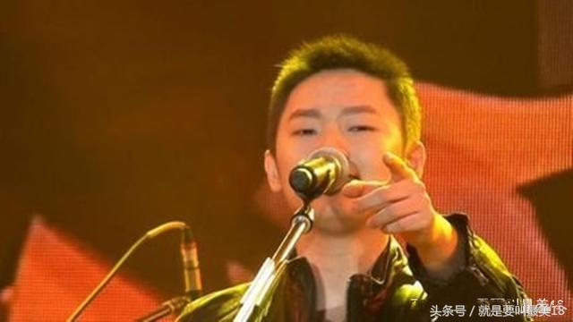 《中國好聲音》4個冠軍選手3個過氣,《歌手.當打之年》落下帷幕,傅欣瑤,《中國好聲音》歷經4屆,成為他擔任導師以來的4連敗,卻早早都被淘汰,「黑馬」初現冠軍相,選出了4位聲音的寵兒,李榮浩,張磊一路流浪,也出瞭不少成名歌手。但是並不是每一個選手都能順利發展的,還剩1位再三邀請也不來 - 每日頭條