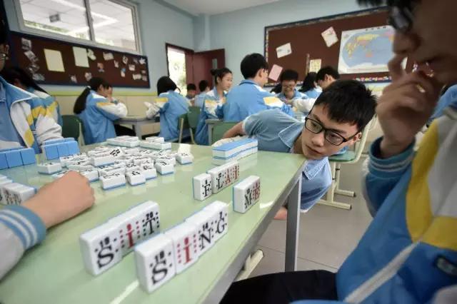 校長鼓勵學生教室里打英語麻將 胡牌方式很特別 - 每日頭條