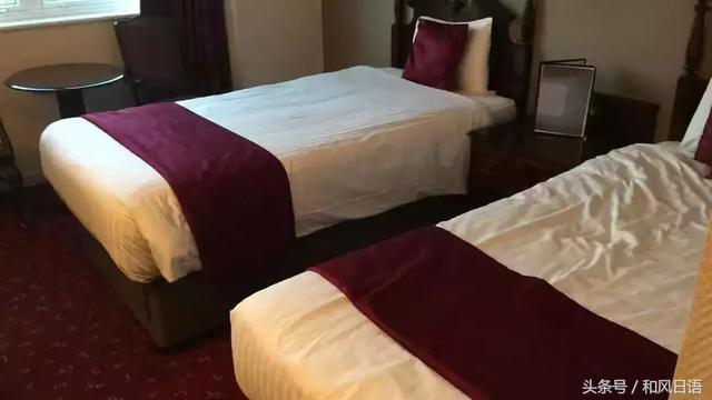 酒店裡面床鋪上的「床尾巾」是幹什麼用的?日本人表示很礙事! - 每日頭條